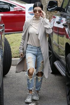 Kourtney Kardashian wearing Ray-Ban Rb3025 Aviator Sunglasses in Pink Mirror and Yeezy 350 Boost Sneakers in Moonrock