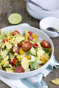Slow Cooker, Mexican Food Recipes, Healthy Recipes, Cheeseburger, Happy Foods, Looks Yummy, Salad Bowls, Keto, Tex Mex