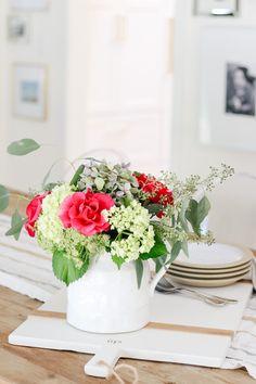 How To Arrange Store Bought Flowers Like A Pro via @modernglamhome
