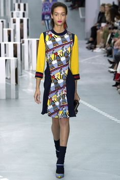 See all the Collection photos from Mary Katrantzou Spring/Summer 2017 Ready-To-Wear now on British Vogue Spring Fashion 2017, Fashion Week 2016, Mary Katrantzou, Vogue Fashion, Fashion Show, Fashion Design, Fashion Brands, Edgy Dress, Greek Fashion