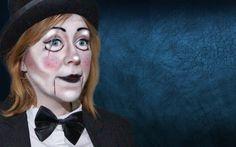 Bon l'année dernière c'estDÉGOULIGIRL qui s'invitait pour Halloween. Cette année je me la joue ventriloque, parce que c'est décalé, etque c'est un peu la tendance de cette année ^^ CE QU'IL TE FA...