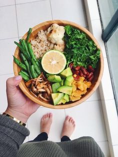 Buddha bowl, healthy lunch ideas, healthy dinner ideas, wooden bowl for food Think Food, I Love Food, Healthy Snacks, Healthy Eating, Healthy Recipes, Diet Recipes, Lunch Recipes, Healthy Life, Vegetarian Recipes