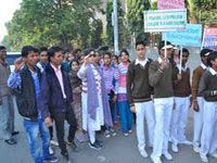 Dr. Shobha Vijender, Municipal Councilor of Ward no-50 took initiative to organize a Cleanliness March starting from District Park, Sector-14, Rohini. The move covered almost entire area of Sector-9 including D.D.A.Market, D.C.Chowk etc. attended by hundreds of persons from all walks of the society mainly consisting of Teachers, Students of Senior Secondary School, Volunteers and Residents of the society living in Ward no-50.