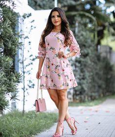 """4,969 Me gusta, 635 comentarios - P A O L A S A N T A N A (@paaolasantanaa) en Instagram: """"{ Look perfeito da @cristinafonseca084, esse conjunto está bem divo a nossa cara! }…"""" Cute Dresses, Casual Dresses, Short Dresses, Summer Dresses, Moda Fashion, Hijab Fashion, Fashion Dresses, Hot Outfits, Dress Outfits"""