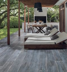 Revestimiento Gres Porcelánico - Madera Starwood de Porcelanosa Grupo Outdoor Rooms, Outdoor Chairs, Outdoor Living, Outdoor Decor, Bungalow Exterior, Modern Farmhouse Exterior, Terrace Floor, Small Bungalow, House Shutters