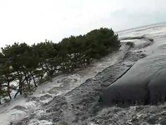 ▶ Incredible footage of Incoming Tsunami Japan. - YouTube