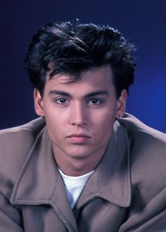 Johnny Depp as 'Officer Tom Hanson' in 21 Jump Street Fox) Johnny Depp Fans, Young Johnny Depp, Johnny Depp Movies, Pretty Men, Beautiful Men, Johnny Depp Pictures, 21 Jump Street, Z Cam, Don Juan