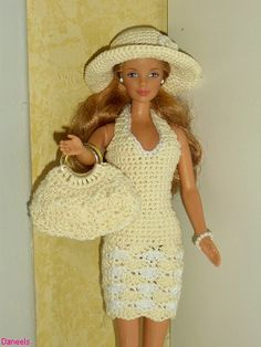 Tons of photos for Inspiration - not all have patterns - Bildresultat för free crochet doll costumes for barbie dolls Barbie Clothes Patterns, Crochet Barbie Clothes, Crochet Doll Pattern, Crochet Dolls, Crochet Patterns, Accessoires Barbie, Barbie Wardrobe, Barbie Dress, Barbie Doll