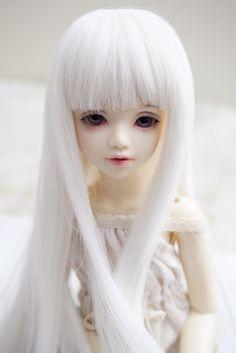 White wig (by Lady SleepsAlot)