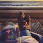 Sundown on another fabulous day #beachday #californiasunset #californiacoast #uggs #uggboots #ugg #coastalliving #lifeisgood #beachstyle