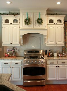 holiday tour } The Kitchen tiny boxwood wreaths above the stove (Chris Carleton at Pink Picket Fence) (love her stuff!)tiny boxwood wreaths above the stove (Chris Carleton at Pink Picket Fence) (love her stuff! White Kitchen Remodeling, Kitchen Stove, Kitchen Remodel, Kitchen Remodel Small, Kitchen Redo, Home Kitchens, Kitchen Renovation, Kitchen Range Hood, Kitchen Remodel Cost