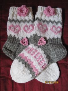 Heart socks Sydän suka t Crochet Slippers, Knitting Socks, Crochet Beanie, Knit Crochet, Knitting Patterns, Rainbow Socks, Yoga Socks, Stockings, Flats