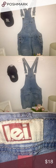 L.E.I Short Overalls🌸 Worn gently in great conditions. Great for the summer! l.e.i Jeans Overalls