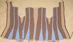 описание из drops фото процессов вязание начинается с левой полочки, некоторые вязали сразу с воротником, а вот на фотке с синим манекеном начинали с бросовой нити, а рукав связан поперек -