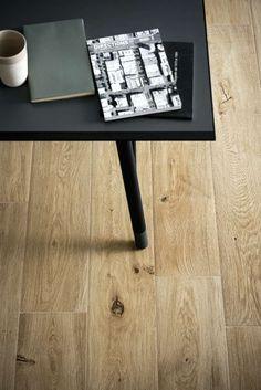 carrelage imitation bois design table basse noire design marazzi idée salon revêtement sol