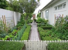 Potager Garden Cape-Town-vegetable-garden-trellises-Gardenista - The home that Julie Alexander-Lillie shares with her husband and two daughters in the suburb of Bergvliet, Cape Town, is surrounded by a generous garden wh Potager Garden, Veg Garden, Garden Types, Garden Trellis, Edible Garden, Garden Landscaping, Garden Cottage, Landscaping Ideas, Farmhouse Landscaping
