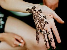 Beautiful Floral Henna Tattoos for Hands Mehendi, Henna Mehndi, Henna Ink, Mehndi Art, Hand Henna, Tatoo Art, I Tattoo, Henna Tattoos, Tatoos