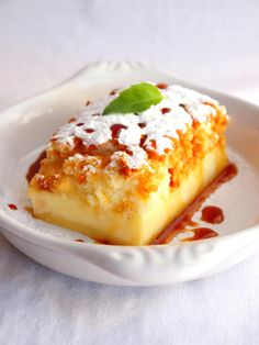 Magic cake with vanilla and caramel French Desserts, Just Desserts, Delicious Desserts, Yummy Food, Sweet Recipes, Cake Recipes, Dessert Recipes, Chocolates, Love Food