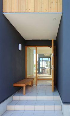 """""""離れ""""のような和室をもつ郊外型住宅 八王子の家 : シーズ・アーキスタディオ建築設計室が手掛けたtranslation missing: jp.style.玄関-廊下-階段.modern玄関/廊下/階段です。"""