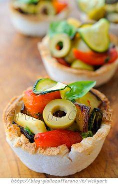 Coppette di pancarrè con verdure grigliate, ricetta sfiziosa, finger food facile e veloce, antipasto, feste e buffet, coppette congelabili, ricetta con verdure