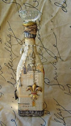 Book art on a bottle with a fleur-de-lys. Book pretty with a French touch:) Altered Bottles, Vintage Bottles, Recycled Bottles, Bottles And Jars, Glass Bottles, Bottle Lamps, Wine Bottle Art, Diy Bottle, Wine Bottle Crafts
