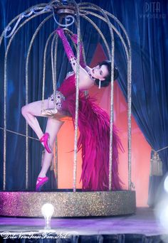 "Burlesque star Dita Von Teese performing in her ""Bird Of Paradise"" show. ♥"