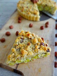 Leek pie, goat cheese and hazelnut crumble No Salt Recipes, Beef Recipes, Cooking Recipes, Leek Pie, Food Porn, Pie Crumble, Batch Cooking, Breakfast Dessert, Greens Recipe