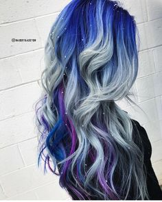 Falling Snowflakes... @hairbykaseyoh is the artist... Pulp Riot is the paint. #pulpriothair #hair #winter #haircolor #hairstyle #beauty