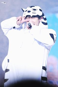 Chanyeol - 160320 Exoplanet - The EXO'luXion [dot] Credit: Giant Lovely. Chanyeol Cute, Park Chanyeol Exo, Kyungsoo, Chanbaek, Exo Couple, Exo Concert, Exo Album, Exo Lockscreen, Xiuchen