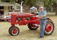 At an antique machinery show this Culti-vision B looked so nice I had to have my picture taken with it. Woodsdale Show Hamilton, OH Farmall Tractors, John Deere Tractors, Antique Tractors, Vintage Tractors, Agriculture Photos, Tractor Pictures, Red Tractor, Classic Tractor, Old Farm Equipment