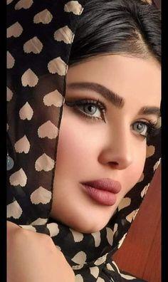 Most Beautiful Faces, Stunning Eyes, Beautiful Lips, Beautiful Girl Makeup, Beautiful Girl Image, Gorgeous Women, Beauty Full Girl, Beauty Women, Belle Silhouette