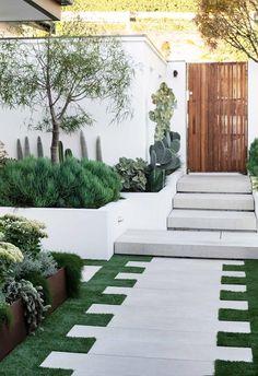 Modern Landscape Design, Modern Landscaping, Front Yard Landscaping, Modern Driveway, Modern Front Yard, Minimalist Garden, Succulents Garden, Shade Garden, Outdoor Gardens