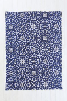 Star Tile 5x7 Rug in Blue and White