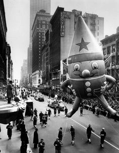 Vintage Macy's Thanksgiving Day Parade = print as decoration