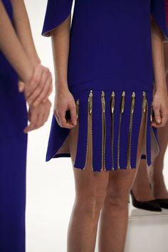 Rich colours w/ a quirky touch Couture Fashion, Diy Fashion, Fashion Dresses, Womens Fashion, Fashion Design, Fashion Trends, Fashion Sketches, Fashion Details, Blouse Designs