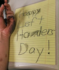 Lefties have been sharing their struggles for National Left Handers Day Left Handed People Facts, Left Handed Quotes, Left Handed Day, Hand Quotes, Wise Quotes, Funny Quotes, Funny Humor, Left Handed Problems, Happy Left Handers Day