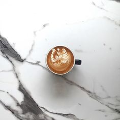 Confessions Of A Coffee Addict Coffee Latte Art, Coffee Is Life, I Love Coffee, Coffee Cafe, Coffee Break, My Coffee, Coffee Drinks, Morning Coffee, Coffee Shop