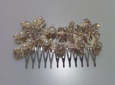 Modelo Dorabella (1 disponible) #lamoradadenoa #perlas #pedrería #coser #brillantes #encaje #blanco #marfil #cintadepelo #novia #boda #bridal #complementos
