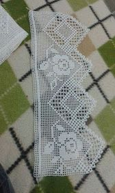 If you looking for a great border for either your crochet or knitting project, check this interesting pattern out. When you see the tutorial you will see that you will use both the knitting needle and crochet hook to work on the the wavy border. Filet Crochet, Crochet Lace Edging, Crochet Motifs, Crochet Borders, Crochet Squares, Crochet Trim, Crochet Stitches, Crochet Patterns, Crochet Curtains