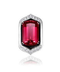 Anna Hu Bague Art Deco Rubellite : Rubellite 1 pc/ 24.10 carats Onyx 1 pc/ 9.05 carats Diamant Round Brilliant Cut 165pcs/ 2.76 carats 18K Or Blanc; copyright Anna Hu; actualités bijoux