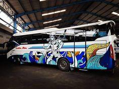 Penari Dolalak Di Bus Sumber Alam
