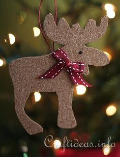 Cork Moose and Reindeer (see site) made using cookie cutters and cork. Love it!