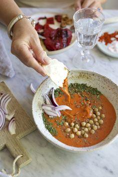 Domowy hummus z pieczoną papryką i chili | Make Life Easier