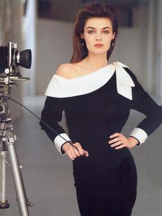 Today's über-cool, über-gorgeous celebrity with an über-cool camera: my college-era celebrity crush, supermodel PAULINA PORIZKOVA (circa 1987)