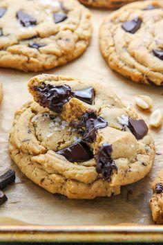 Extrem dicken weichen Batch-Erdnussbutter Cookies beladen mit Schokolade Brocken!  Perfekt mit einer Tasse Kaffee oder ein kaltes Glas Milch.