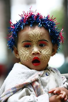 Child with thanaka make up and a tinsel on the head for christmas time, Myanmar © Eric Lafforgue Beautiful Children, Beautiful Babies, Beautiful People, Laos, We Are The World, People Around The World, Burma, La Face, Eric Lafforgue