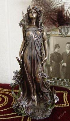 Beautiful-Art-Nouveau-sculpture-Alphonse-MUCHA-Lily