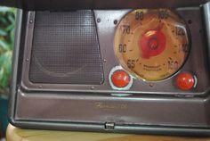 1947 Tube Radio Portable Mid-Centruy Farnsworth  Radio//Vintage Radio//Philo T. Farnsworth