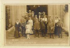Kurgäste vor dem Brunnenpavillon 1914