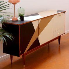 Vintage sideboard, a furniture of character, a strong room. Kontrast-Design Source by matkune Geometric Furniture, Art Deco Furniture, Funky Furniture, Refurbished Furniture, Recycled Furniture, Paint Furniture, Furniture Makeover, Vintage Furniture, Furniture Design